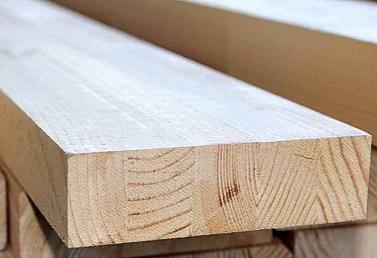 Для изготовления деревянного стола необходимо брать сухую и чистую древесину без дефектов