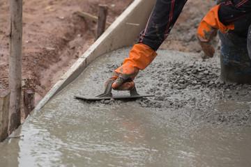 Заливка бетонной смеси