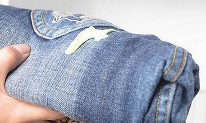 Как убрать монтажную пену с одежды