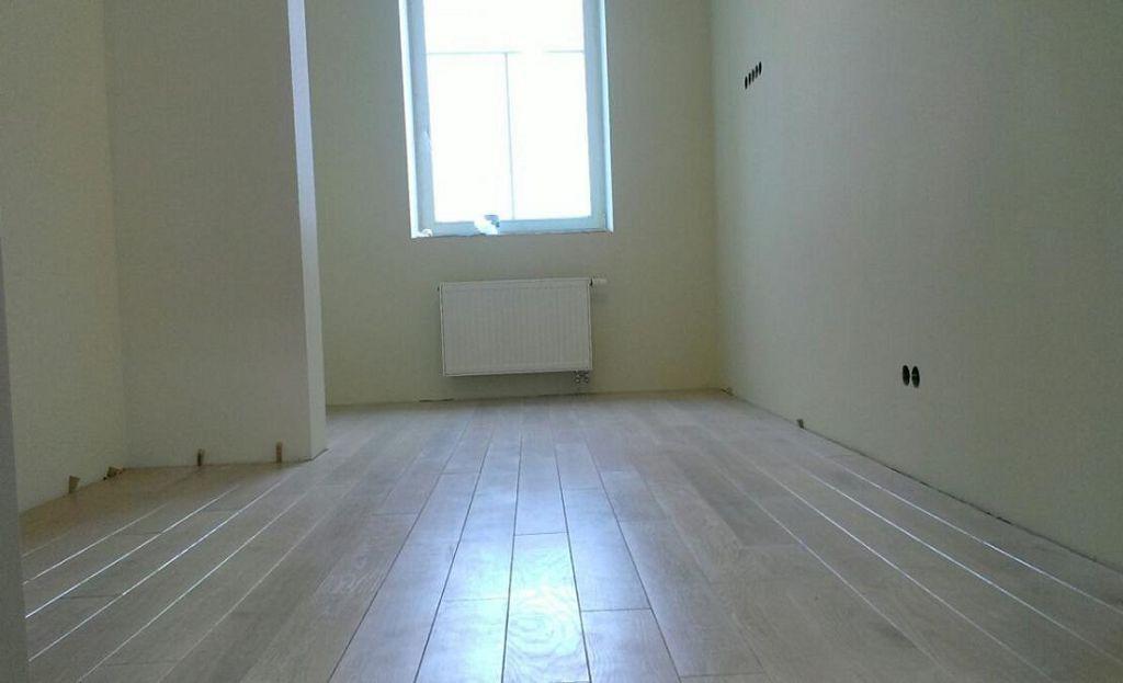Как укладывать ламинат - вдоль или поперек комнаты