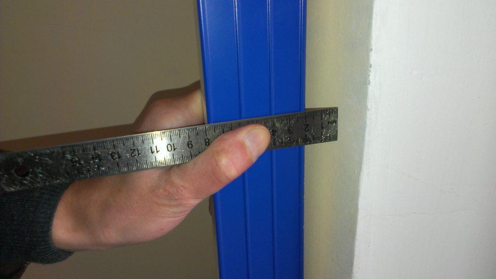 Определение ровности стен с использованием двухметровой рейки