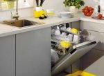 Встроенная посудомойка рядом с мойкой