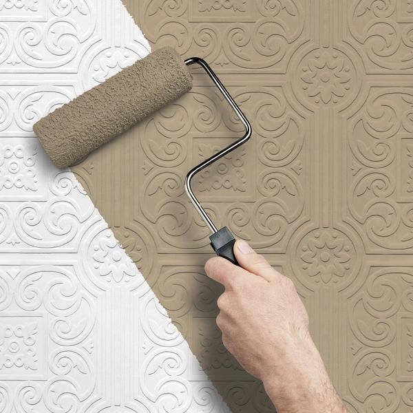 Перед тем как красить обои, следует подготовить все необходимые материалы для работы