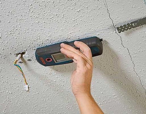 Поиск проводки на потолке