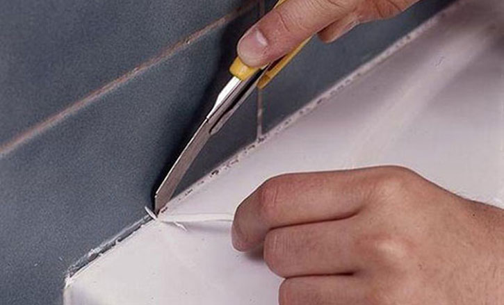 Удаление герметика ножом