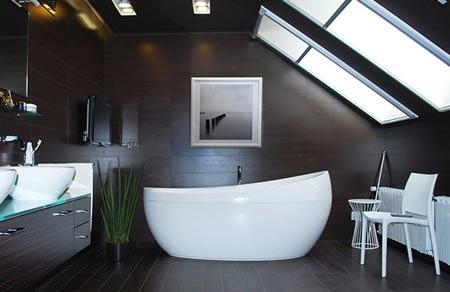 матовое окно в ванной комнате