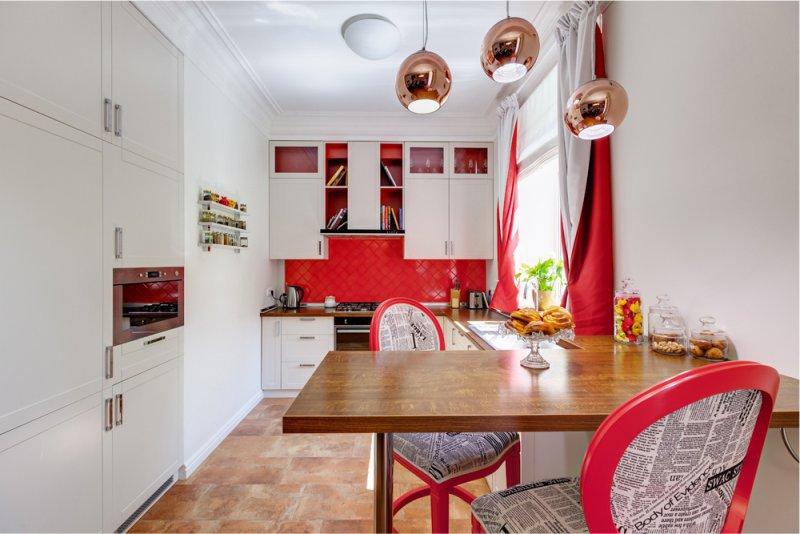 С-образная кухня с подоконником-столешницей