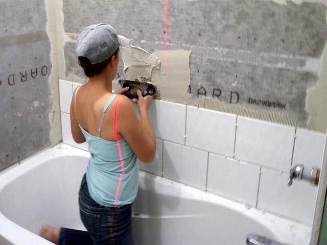 Облицовка стен в ванной плиткой