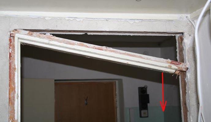 Демонтаж вертикального бруса коробки