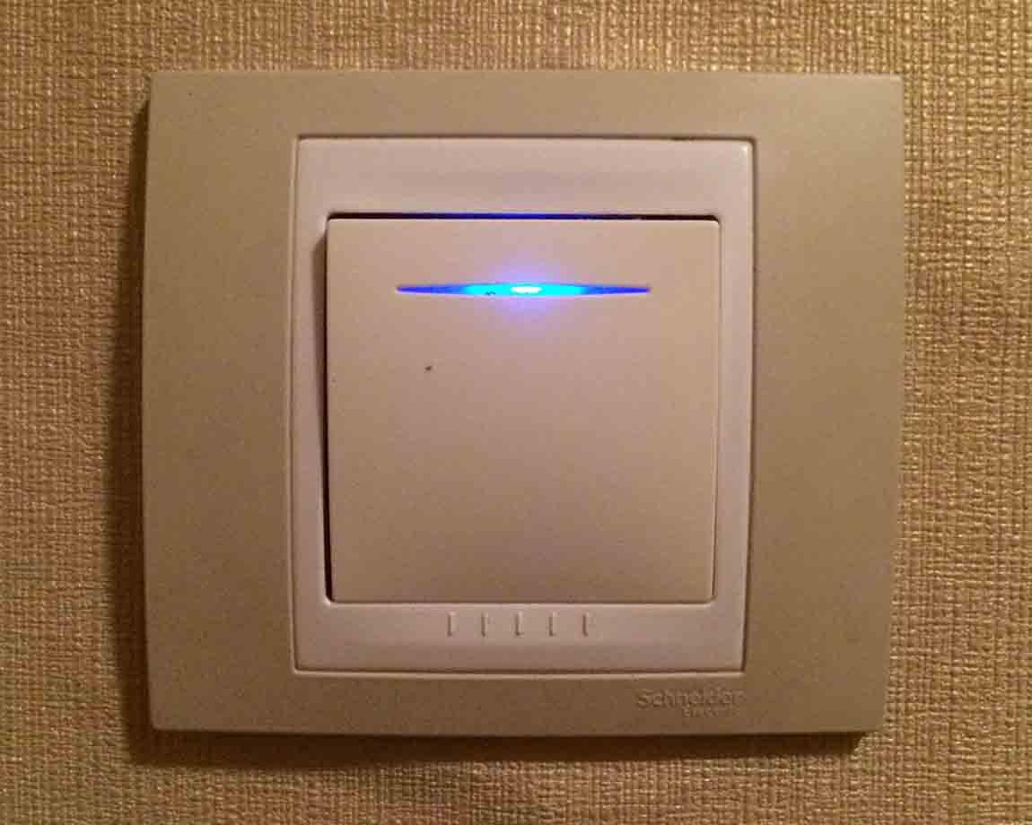 Причиной слабого свечения светодиодных ламп может стать выключатель с подсветкой