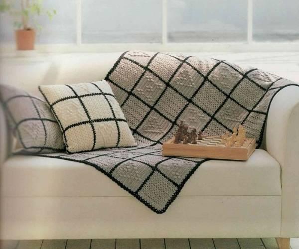 Вязанные диванные подушки - фото в интерьере