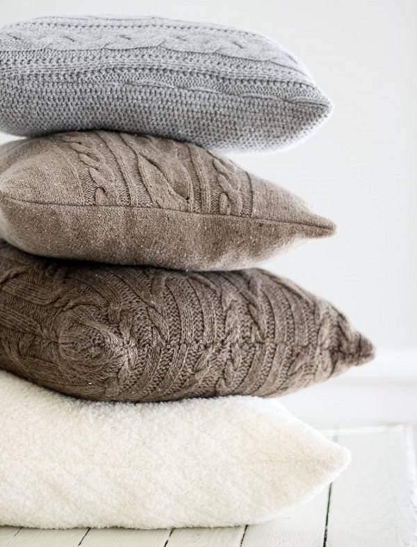Декоративные диванные подушки своими руками из старых кофт