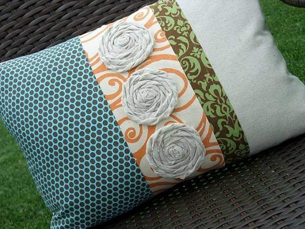 Как сшить подушки на диван из остатков ткани