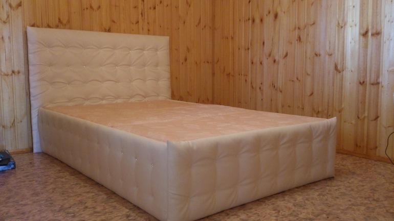 Кровать с мягкой обивкой своими руками