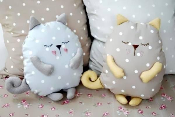 Подушки для дивана своими руками - котики