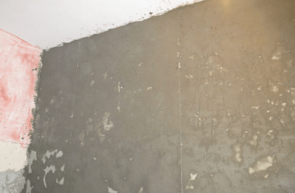 В результате проведённых работ мы получаем достаточно ровную поверхность стены