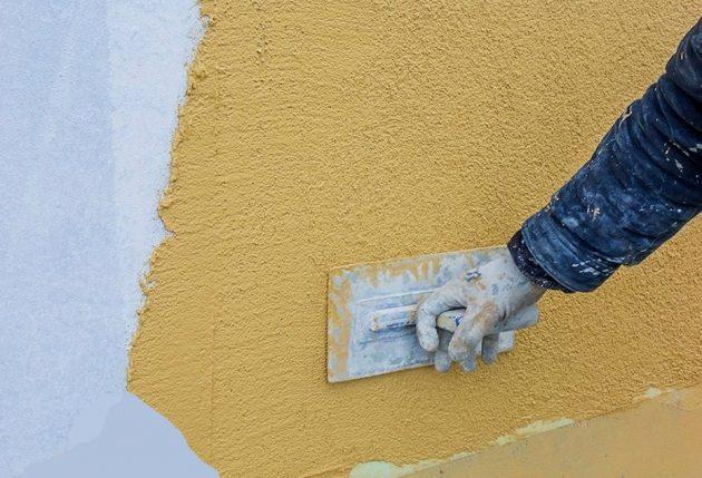 Мокрая штукатурка фасада, нанесение финишного слоя