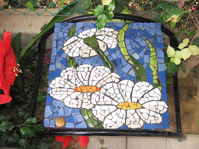 mozaika-iz-bitoj-plitki-16