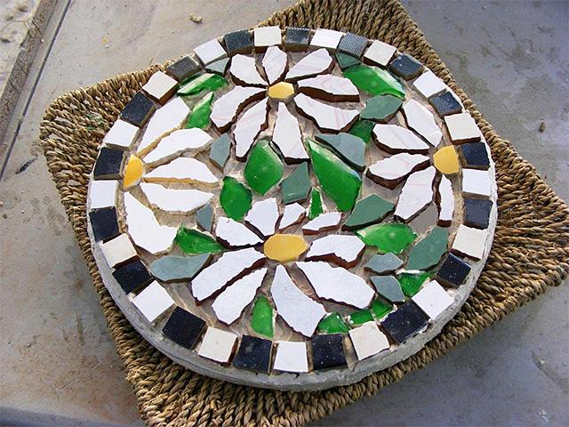 mozaika-iz-bitoj-plitki-17