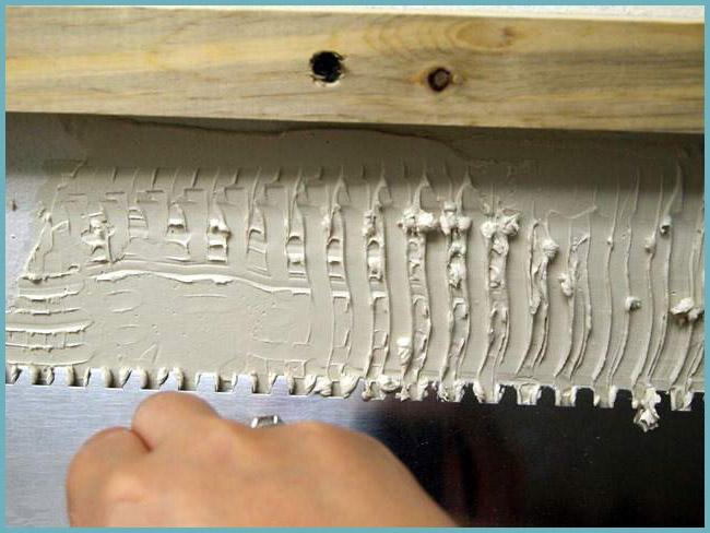 нанесение плиточного клея