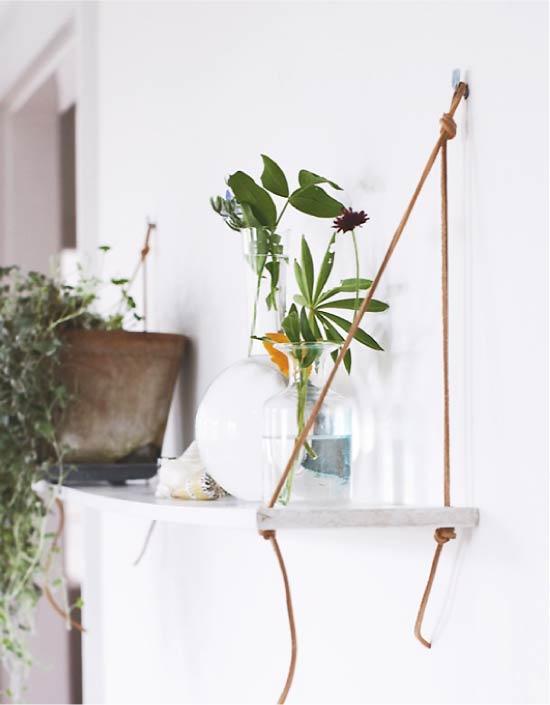 Подвесная полка с растениями