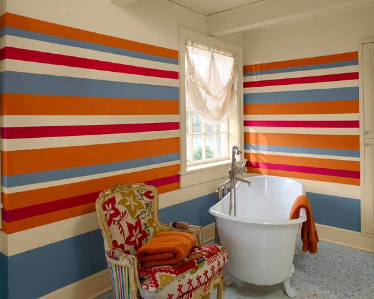 покраска горизонтальными полосами в ванной