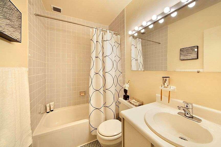 покраска стен в ванной в бежевый