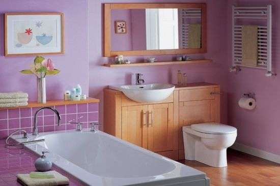 сиреневые стены в ванной комнате