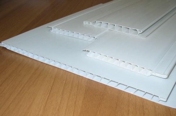 Как крепить панели ПВХ к потолку