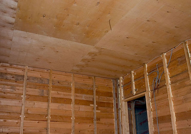 делаем потолок в деревянном доме