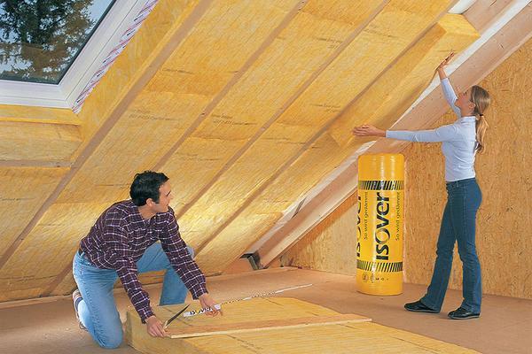 От того, насколько качественно сделана теплоизоляция потолка, во многом зависит температура и микроклимат в доме