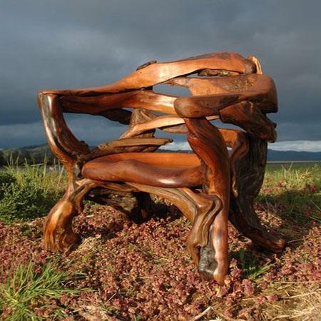 Необычное садовое деревянное кресло